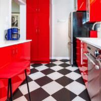 Черно-белая клетка на полу в кухне
