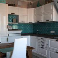 Керамический фартук на кухне с белой мебелью
