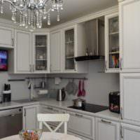 Стеклянная люстра в интерьере кухни