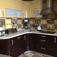 Кухонный гарнитур с закругленной столешницей