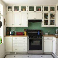Современный интерьер кухни в городской квартире