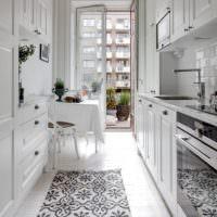 Дизайн узкой кухни с выходом на балкон