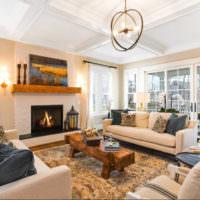 Люстра с открытыми лампами в интерьере гостиной частного дома
