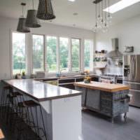 Люстрй в интерьере кухни-гостиной