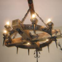 Деревянная люстра в духе средневековья