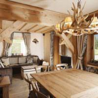 Деревянный интерьер загородной гостиной