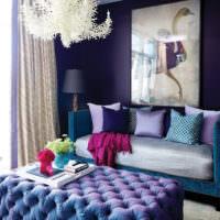 Синий цвет в дизайне гостиной
