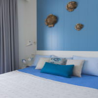 Декорирование стены над изголовьем кровати в морском стиле