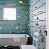 Морские декорации на стенах ванной комнаты