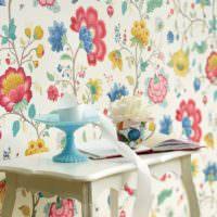 Цветочные узоры в интерьере комнаты
