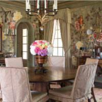 Цветы в оформлении гостиной классического стиля