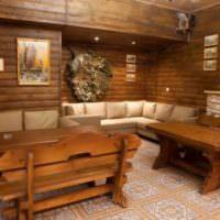 Деревянная мебель в комнате для посиделок после бани