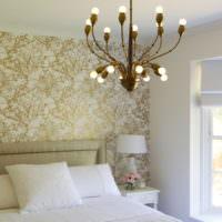 Кровать с белым текстилем и люстра с открытыми лампами