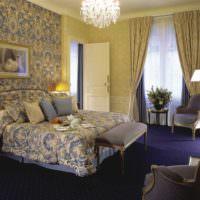 Темно-фиолетовый пол в интерьере спальни