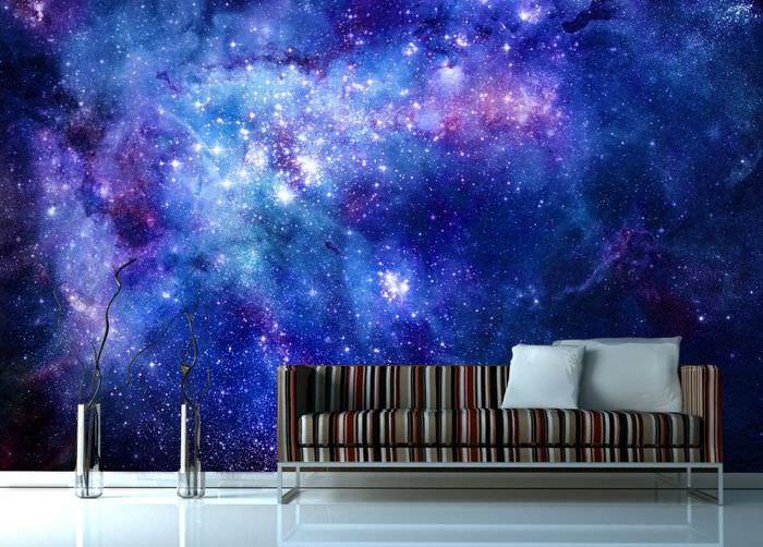 Оформление стены над диваном в фотообоями в космической тематике