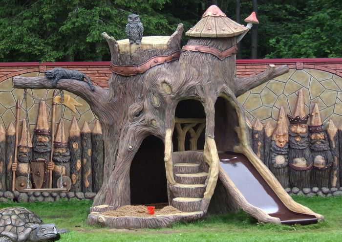 Детская горка в стиле Древней Руси как малая архитектурная форма на садовом участке
