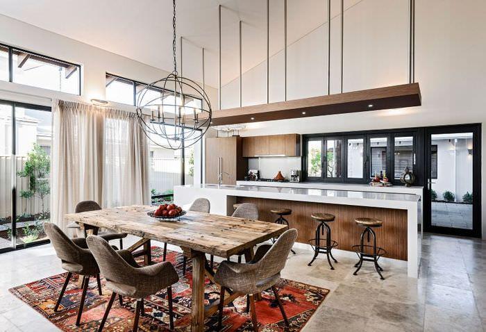 Интерьер обеденной зоны просторной кухни в стиле лофт