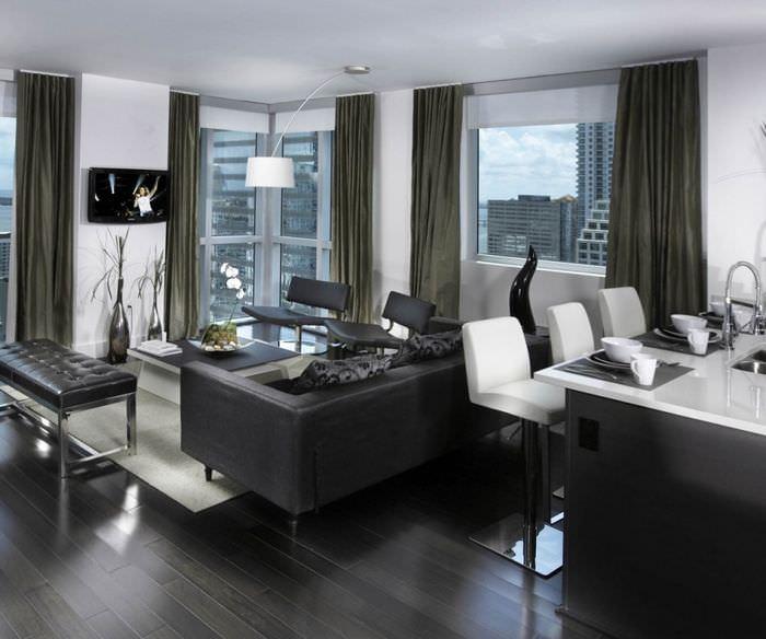 Кухня-гостиная в стиле хай-тек в квартире многоэтажного дома