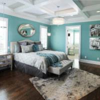 Спальня частного дома в мятных тонах