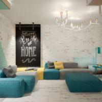 Мягкая мебель цвета ментола в гостиной современной квартиры