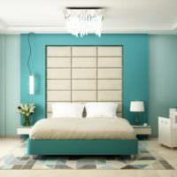 Оформление стены за кроватью в спальне хозяев дома
