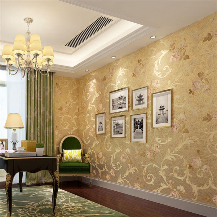 Золотой декор на обоях в гостиной городской квартиры
