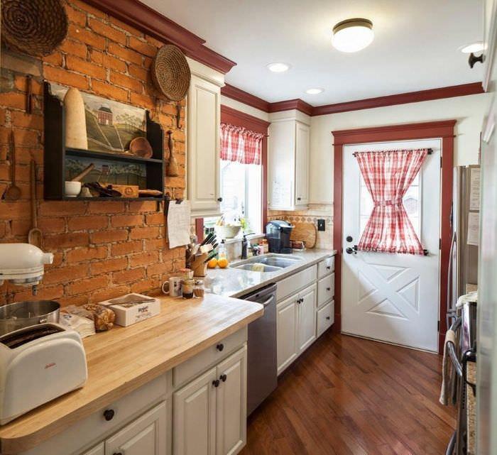 Интерьер проходной кухни в частном доме