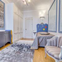 Винтажное кресло в детской комнате