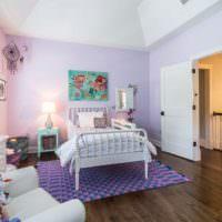 Сиреневые стены в комнате для девочки подростка