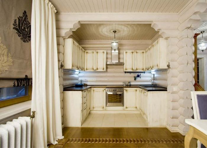 Дизайн небольшой кухни в срубовом доме