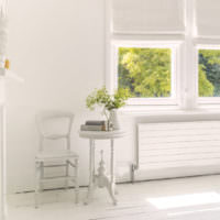 Интерьер светлой комнаты загородного дома