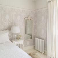 Спальня в пастельных тонах в частном доме