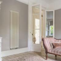 Радиатор отопления в интерьере жилой комнаты