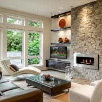 Камин в гостиной с панорамными окнами