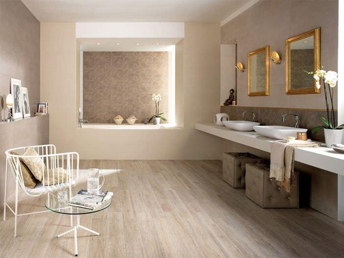 Интерьер ванной комнаты в коричневом и бежевом цветах