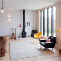 Гостиная в стиле минимализма с коричневым диваном