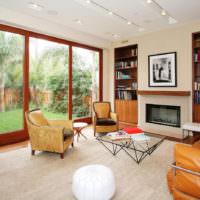 Панорамные окна с коричневыми рамами
