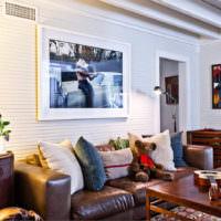 Коричневая мебель в жилой комнате