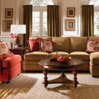 Сочетание коричневого дивана с красным креслом