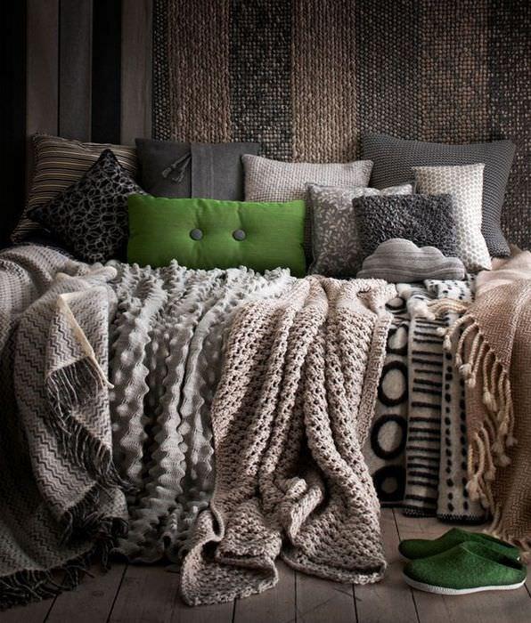 Использование в интерьере текстиля в коричневых оттенках