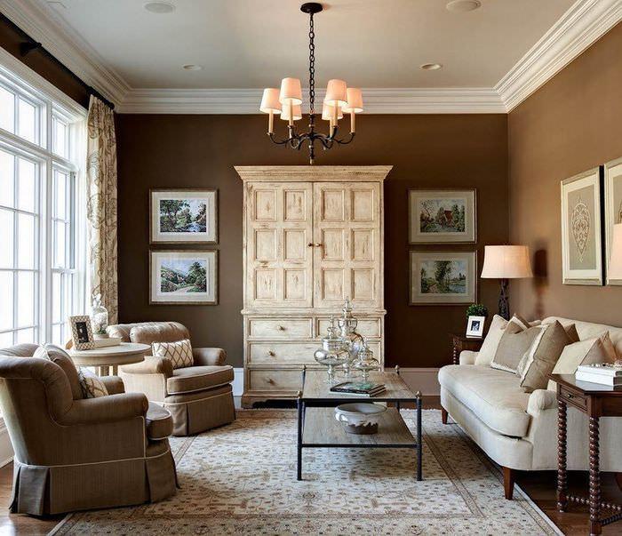 Оттенки коричневого цвета в классической гостиной в коричневых тонах