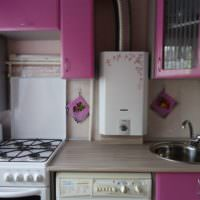 Компактная кухня панельного дома с газовой колонкой