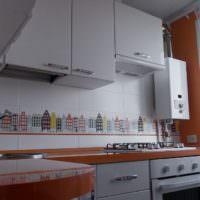 Газовый котел в углу кухни в панельном доме