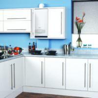 Дизайн кухонного гарнитура с белыми фасадами