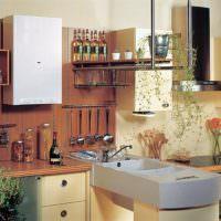 Компактная кухня с котлом на стене