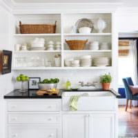 кухонный сервант из белого дерева