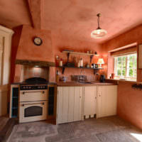 Розовый цвет в оформлении комнаты дачного дома