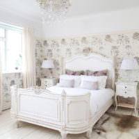 Белая кровать в стиле классики