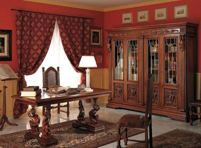 Интерьер рабочего кабинета в стиле ренессанса с красными стенами