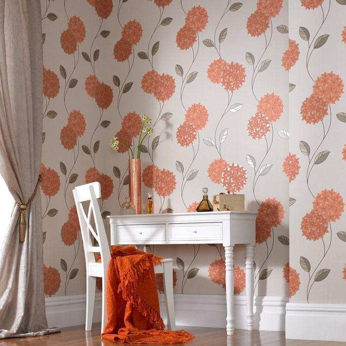 Использование обоев с цветами в интерьере жилой комнаты